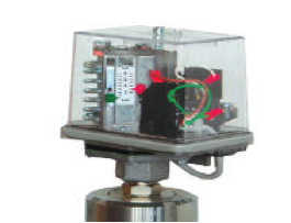 PRESSURE SWITCH WITH AUTOMATIC RIGGING